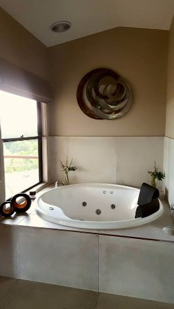 Blue Summit Cottages: Kingfisher luxury double spa bath