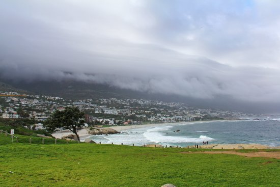 The charming Camps Bay beach @ Cape Town