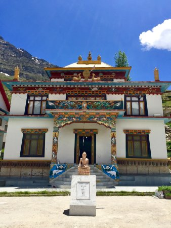 Keylong, Indien: Kardang monastery is a must visit. The view from the gompa is one of a kind in the valley!