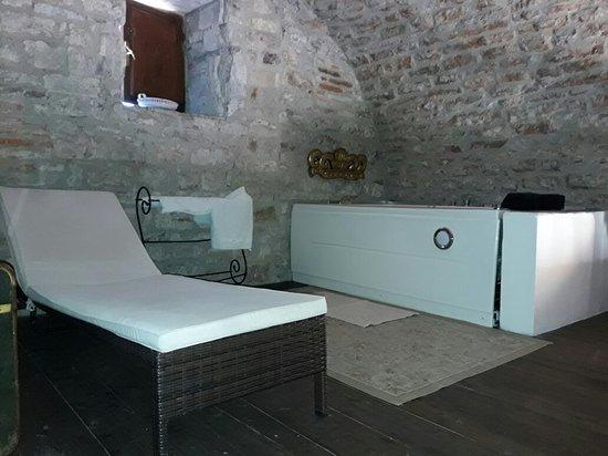 Castello Valenzino: 20170706_122110_large.jpg