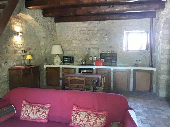 Castello Valenzino: 20170706_114857_large.jpg