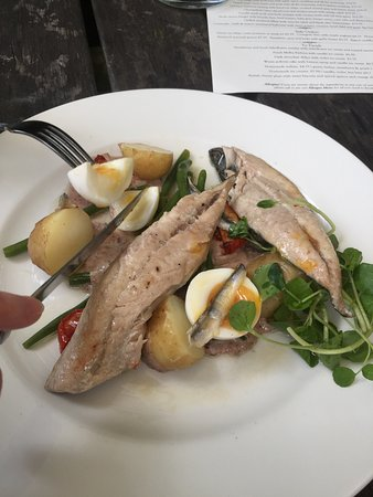 The Swan Inn: Another great lunch at The Swan, in the garden this time