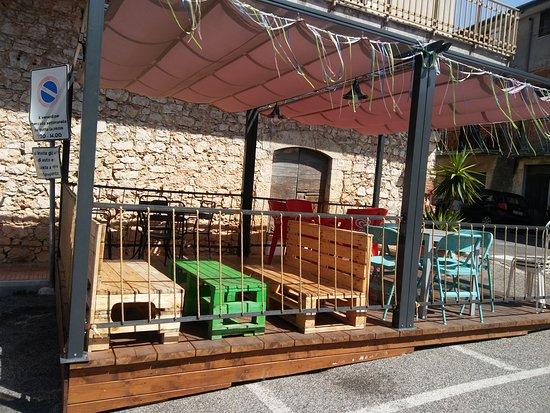 """Roccasecca, Italië: La piazza e il bar """"principale""""."""
