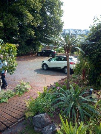 Elmington Hotel: car park