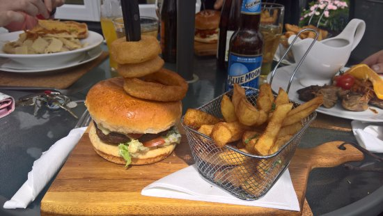 Moate, Ireland: Burger & Chips