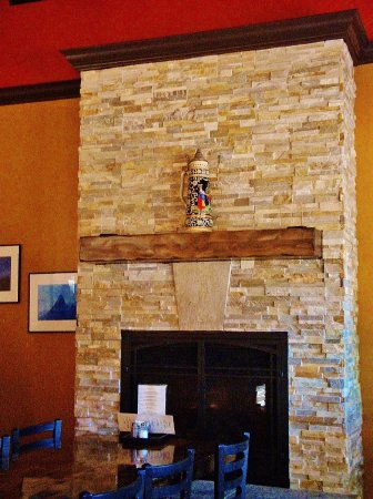 Camas, WA: Fire place with HUGE STEIN