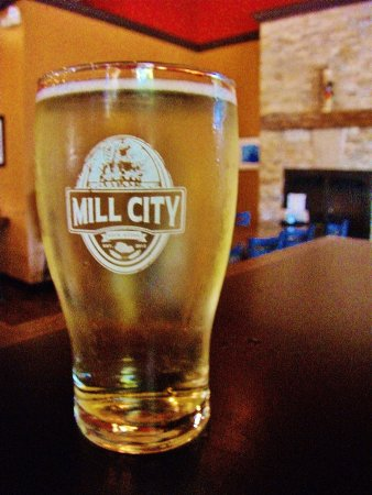 Camas, WA: APFEL BANANE cider in Mill City pint glass