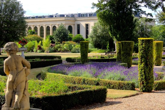 Stoke Poges, UK: The spa in its summer splendour with great vistas