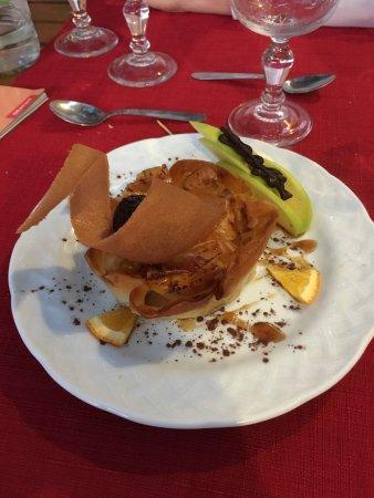 Astaffort, France : pastis à l'armagnac (gâteau aux pommes, très fondant et croustillant à la fois, très parfumé)
