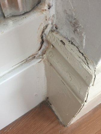 Storrington, UK: Leaks and dust in the corners
