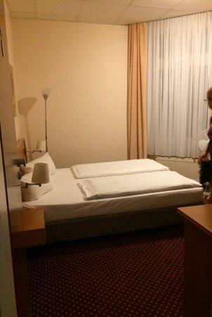 Hotel Lumen: Vær. 37 med vindue mod bygnngsskakt. (Så er der ikke støj fra gaden).