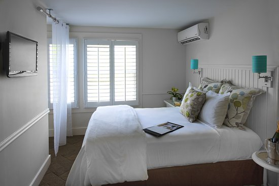 Vineyard Square Hotel & Suites: Cozy Double