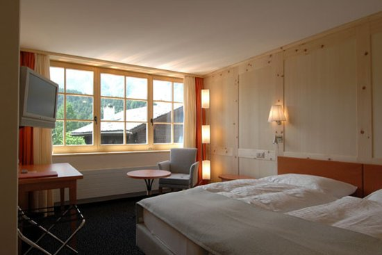 "Maloja, Zwitserland: Bel Etage Zimmer ""Segantini"""
