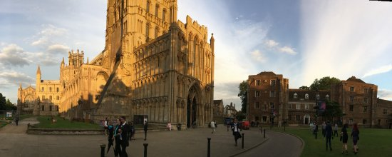 Ely, UK: Panoramic view of the cathedral and it's surrounding
