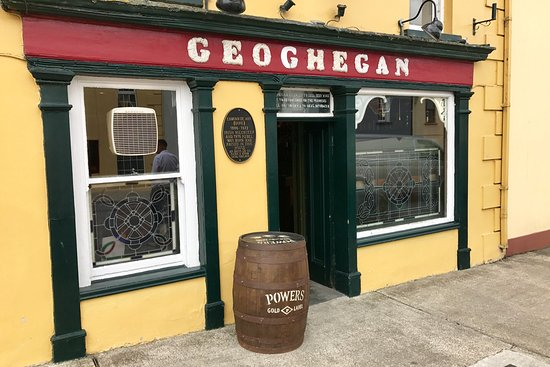 Glin, Ireland: Geoghegans Magpie Bar and Accommodation