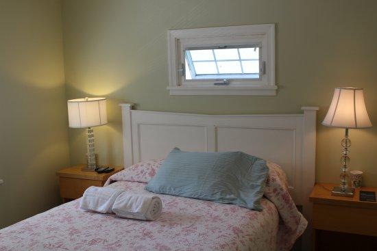 Shandaken, NY: Full bed in the Inn