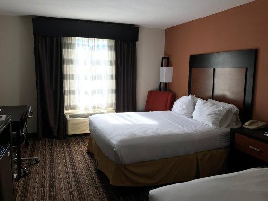 Holiday Inn Express Cherokee/Casino: 2 queens