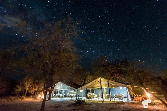Mlimani Safaris Africa: Restaurangen i vårt tältläger. Kati Kati Tented Camp.