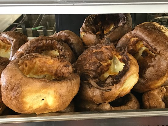 Weston on the Green, UK: Yorkshire Puddings so big & fluffy they could be pillows.