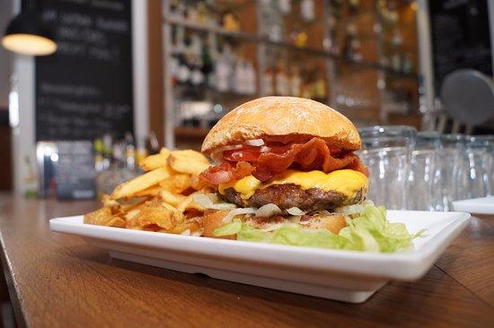 cheddar bacon burger im burger bier w rzburg bild von burger bier w rzburg tripadvisor. Black Bedroom Furniture Sets. Home Design Ideas