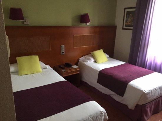 Hotel Lloret Ramblas: Habitación exterior segunda planta hacia las ramblas.