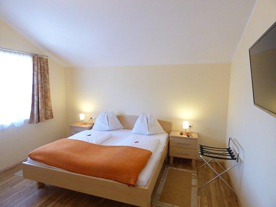 Panoramahotel - Garni: Panoramasuite 62m2- Schlafzimmer