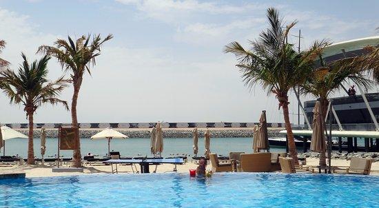 Jumeirah at Etihad Towers: Infinity Pool
