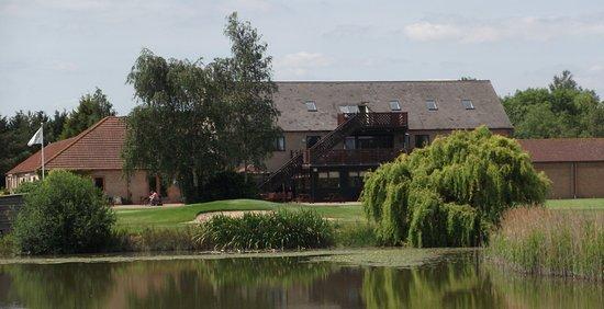 Pidley, UK: Lakeside Lodge's beautiful countryside setting!
