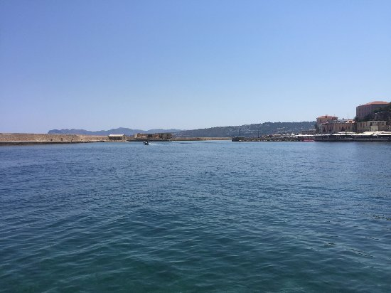 Yakinthos Hotel: Chania Harbour