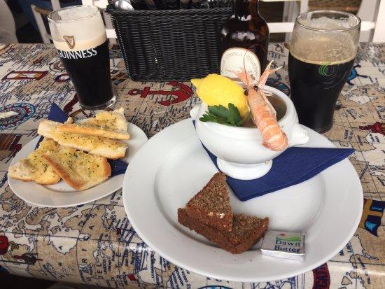 Ballydavid, ไอร์แลนด์: Delightful Guinness and West Kerry Porter, Beautiful Seafood Chowder!!
