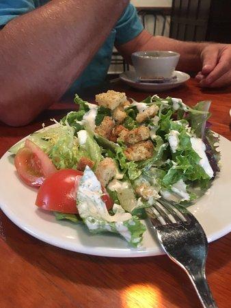 อาตาสเคอเดโร, แคลิฟอร์เนีย: Caprese salad was very fresh and tasty, large dinner salad ok, fresh bread and pesto great sampl