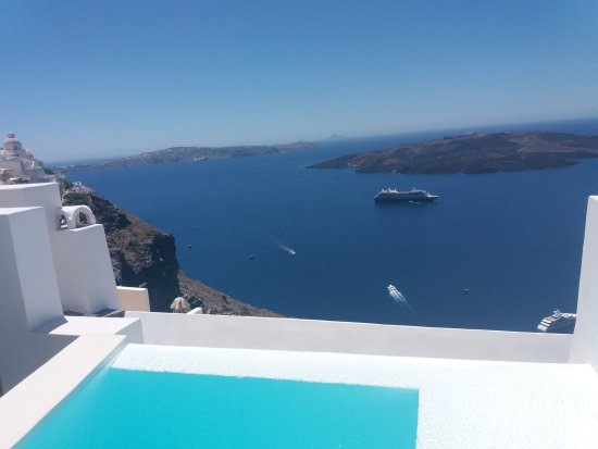 Porto Fira Suites: 20170708_133004_large.jpg