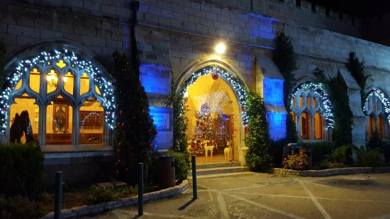 St. George's Cathedral Guest House : entrance at Christmas