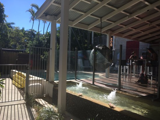 Flashpackers Noosa: The pool
