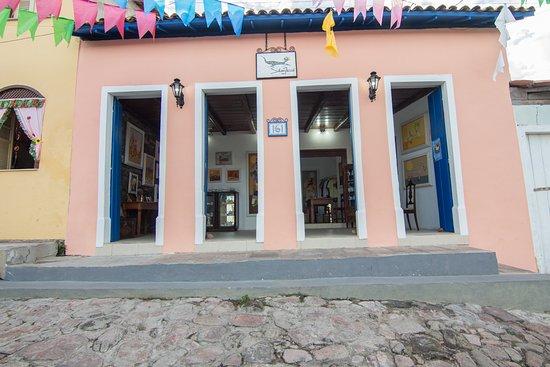 Fachada do novo atelier, no centro historico de Mucugê.