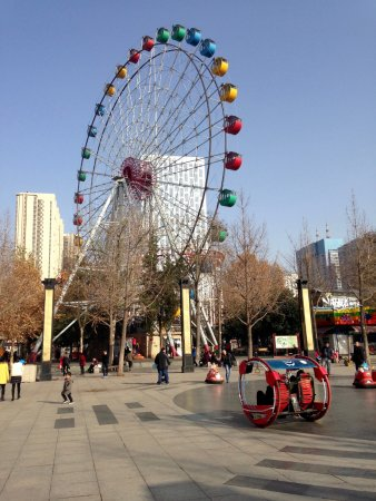 Luoyang, China: The Ferriswheel