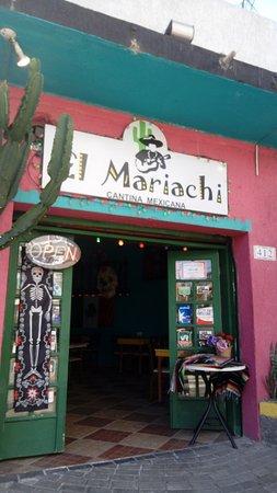 El Mariachi Cantina Mexicana: Entrada