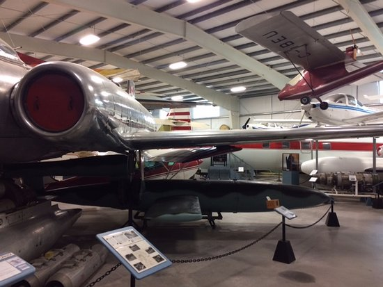 Goffs, Kanada: Inside the hangar