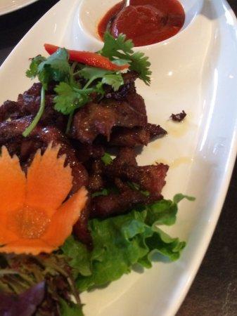 Noi Thai Cuisine: หมูทอด จานนี้อร่อยมาก