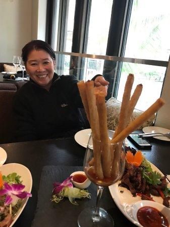 Noi Thai Cuisine: เมนูนี้ก็อร่อยมาก เปาะเปี๊ยะทอด