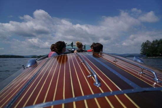 Wolfeboro, Νιού Χάμσαϊρ: Fantastic ride in the Millie B, a beautiful wooden boat.
