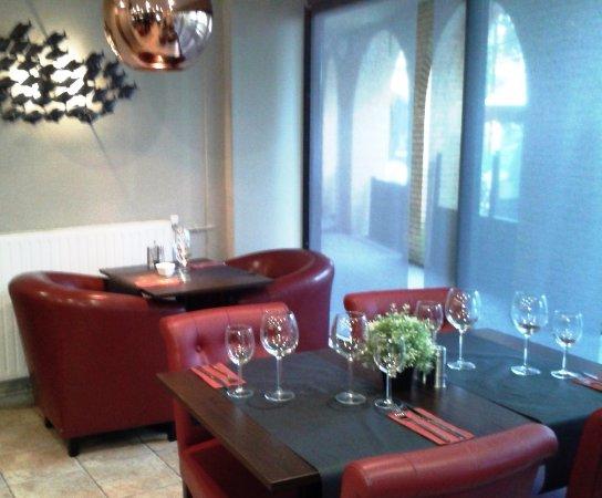 Cachan, Frankrike: Tables à 2 et a 4