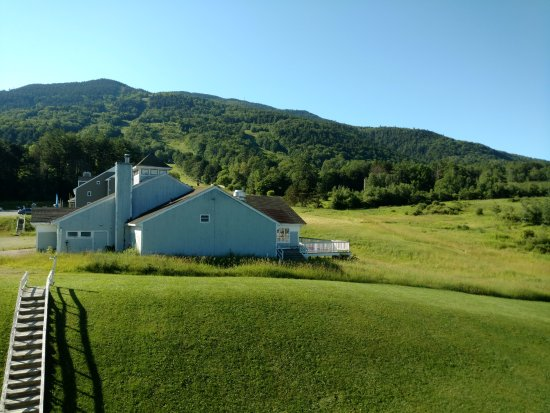 Brownsville, VT: The view from our balcony of Mt. Ascutney and the no longer used Ski Lodge.