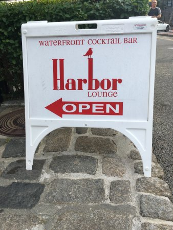 Harbor Lounge: Because it's tucked down a pedestrian alley, this is a good sign to look for.
