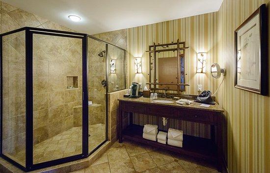 Legacy Lodge & Conference Center: Villa Bathroom