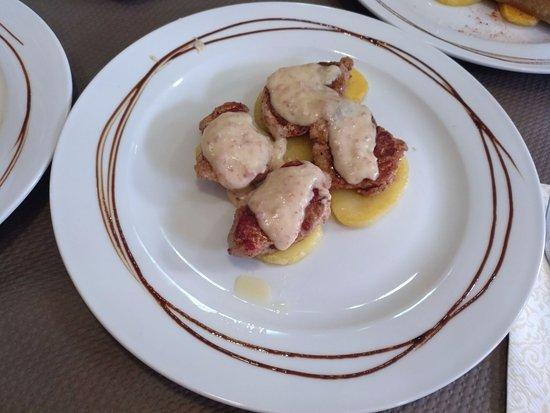 Bronchales, Spagna: solomillitos con crema de jamón de teruel