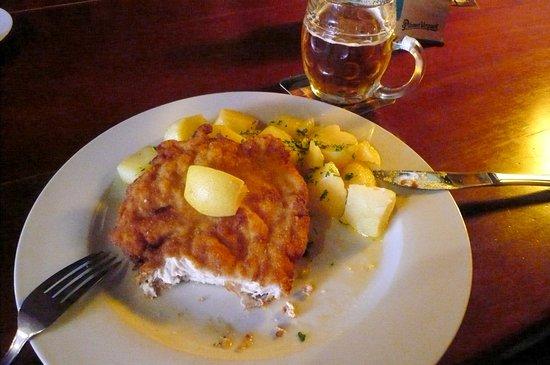 Pardubice, República Checa: Cotoletta di pollo e birra