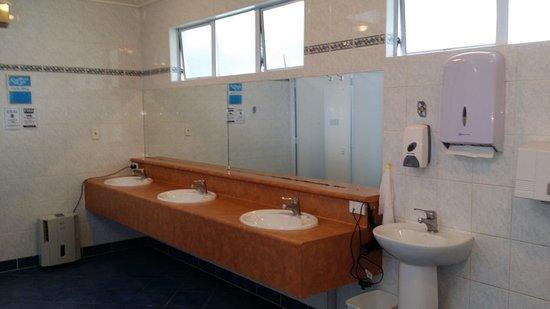 Picton Top 10  Communal Bathroom. Communal Bathroom   Picture of Picton Top 10  Picton   TripAdvisor