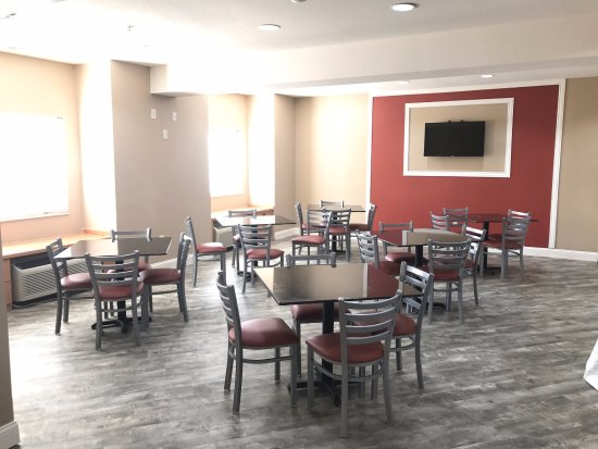Super 8 Blue Springs: Breakfast Area