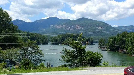 Lake Lure, Kuzey Carolina: View from our table